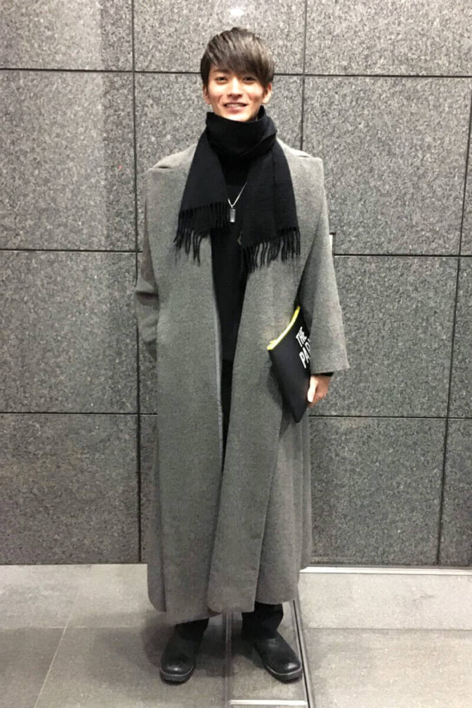 このロングコートは、実は母からのお下がりなんです。