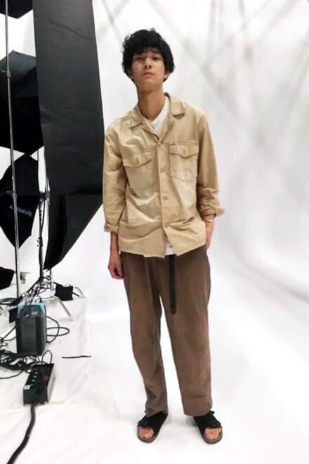 サファリシャツに古着のパンツ、ビルケンのサンダル!