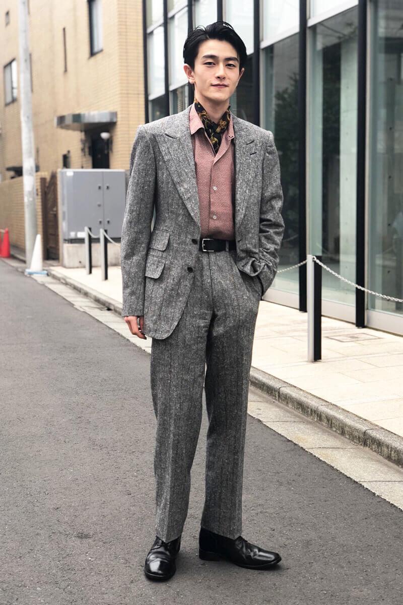 成人式に着た「グッチ」のスーツ、全身写真です!