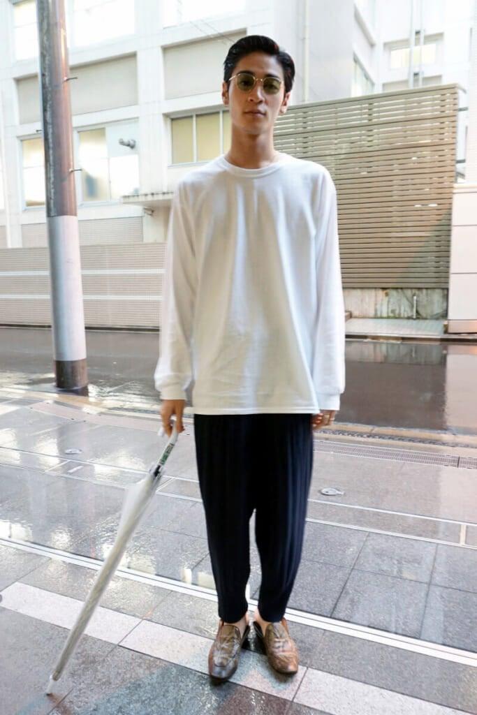 雨の日のスタイルを紹介します。持ち物は、傘一本!
