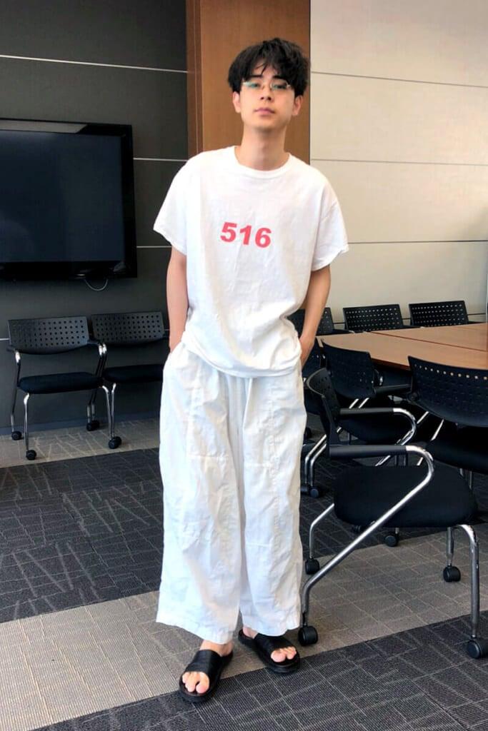 自作のTシャツです。プリント数字「516」の意味は…。
