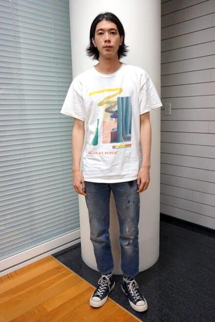 自分の個展のオリジナルTシャツと、定番のリーバイス。