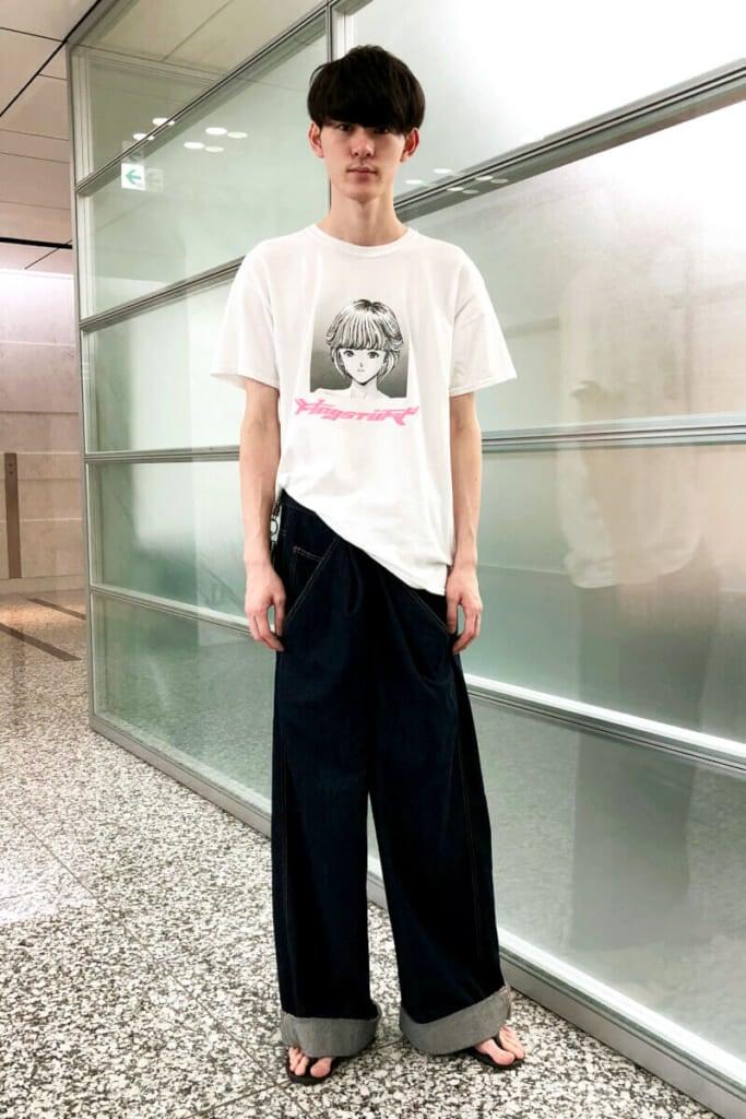 例の美少女キャラのTシャツを早速、着てみました!