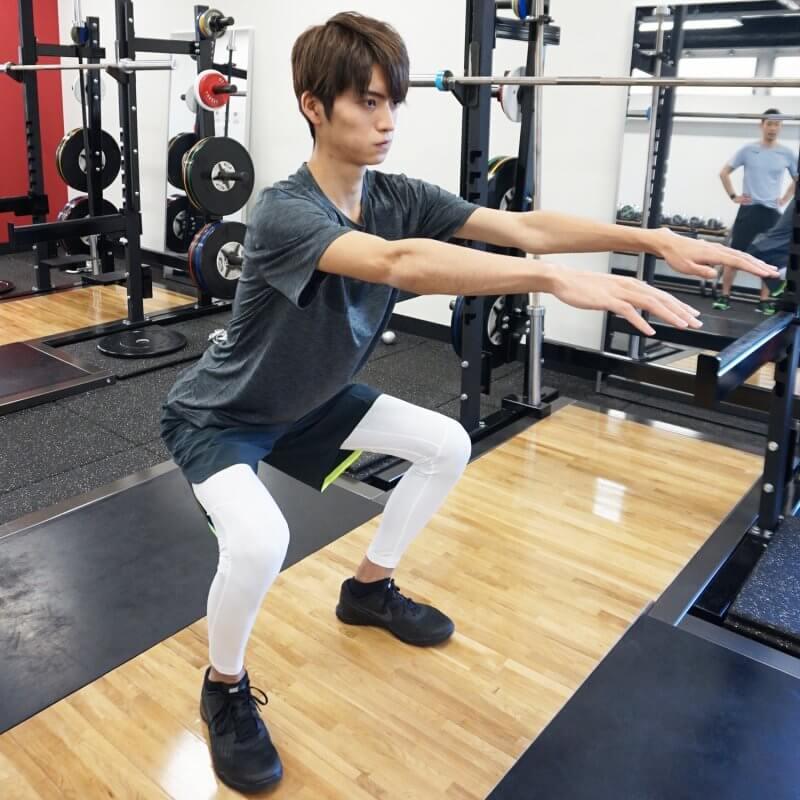 肉体改造が間もなく完了する(?)山本涼介のトレーニングに、乱入者が!