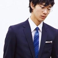 正装かつモードな「AOKI」のスーツを、メンズノンノモデルが着る!