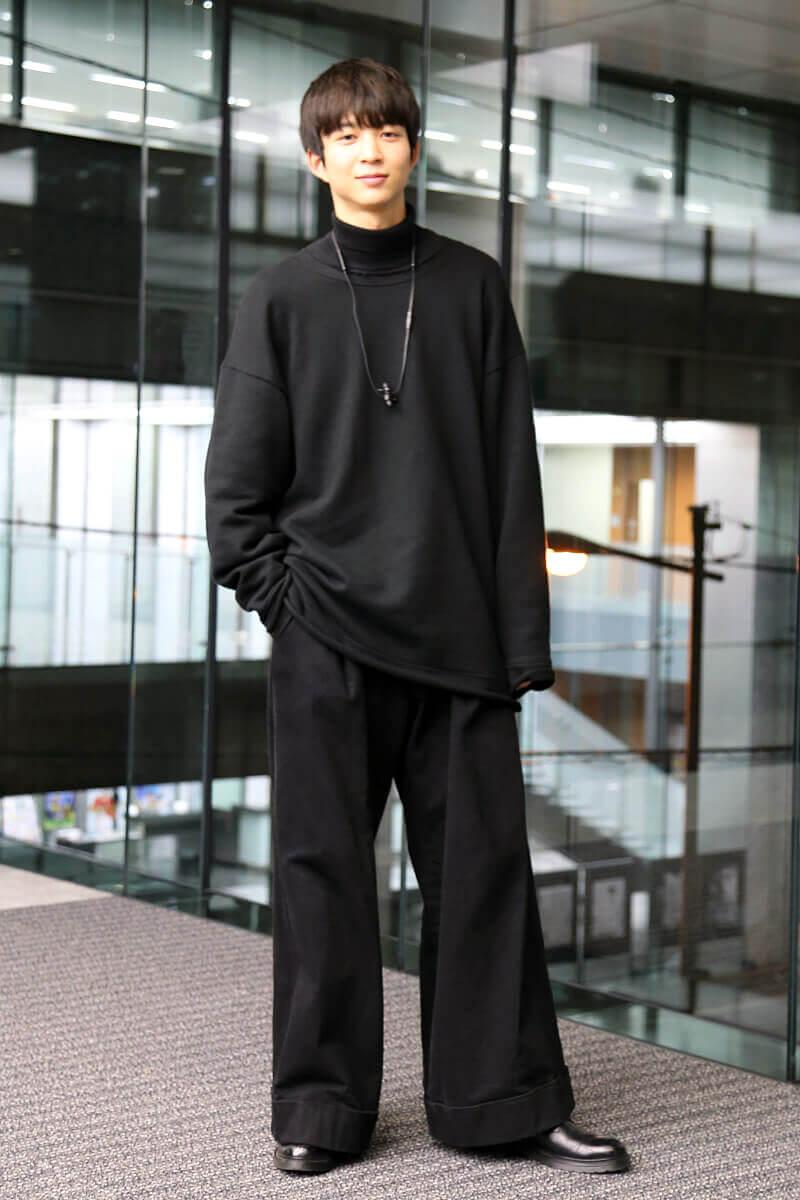 オールブラック+珍しく、革靴を履いています!