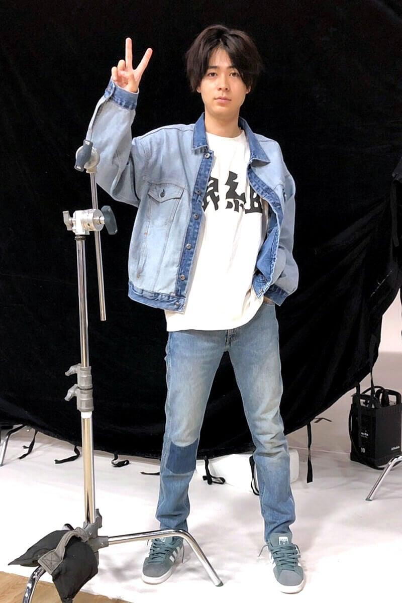 デニム on デニムに映画のスタッフTシャツ!