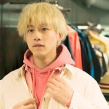 坂口健太郎が選んだ「ビームス」の春服は、やっぱりピンク!