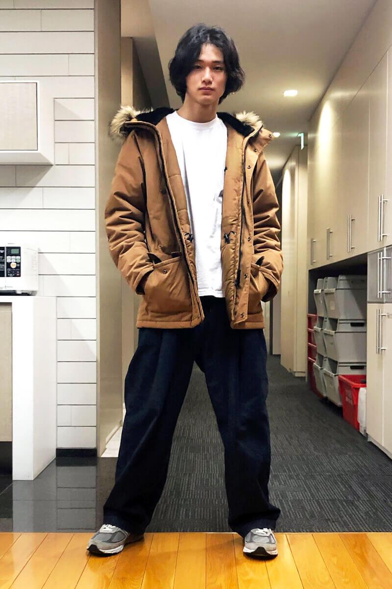 ビッグなアウターと太いジーンズでラッパー風?