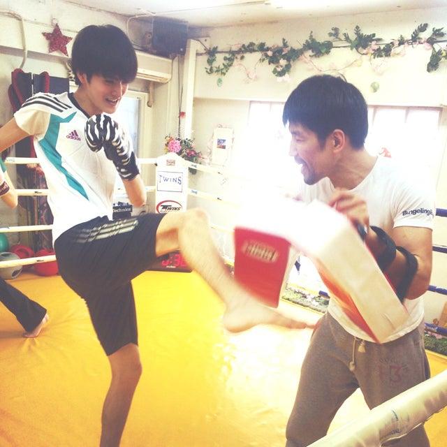 キックボクシングを始めました!