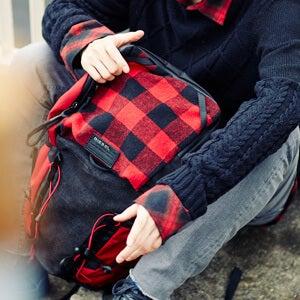 今秋はマストなチェック柄を「ディーゼル」のバッグで取り入れよう!