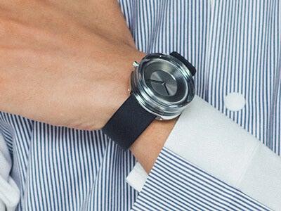 手首から着こなしが変わる。オブジェのような「イッセイ ミヤケ」腕時計