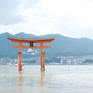 厳島神社って、中に入るとまた違った雰囲気なんですね。