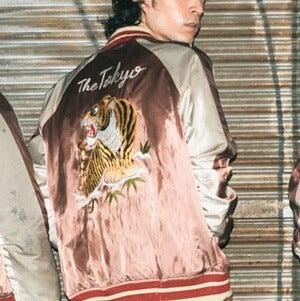 """バンドの新しい衣装ができました。その名も""""イカスカジャン""""を披露!"""