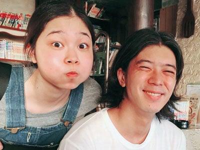 妹と、祖父母の喫茶店にて。