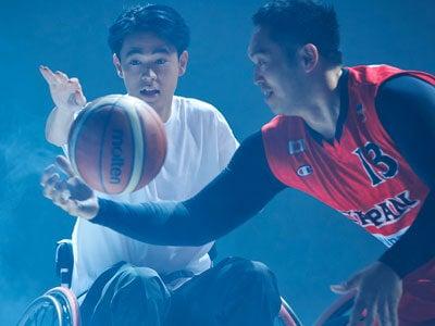 成田 凌が車いすバスケに挑戦、日本代表・藤本選手とのガチ対決!