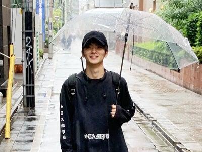 雨の日の足もとって悩みますよね。僕は雨専用のコンバース!
