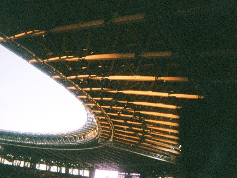 木組みの天井の新国立競技場。今年はどんな夏になるのかな?