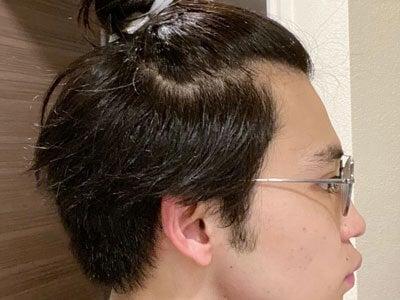 自粛期間中で髪が伸び放題。長い前髪はこうしてまとめています(笑)