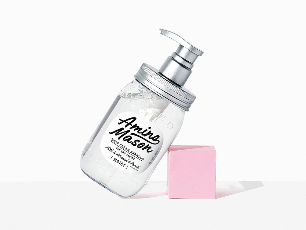 髪に水分を補給し、芯から補修してくれるシャンプー。パーマやカラーのダメージに