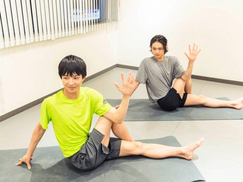 中川大輔&鈴木 仁の「美容武者修業」、ヨガ初挑戦の舞台裏をYouTubeで!