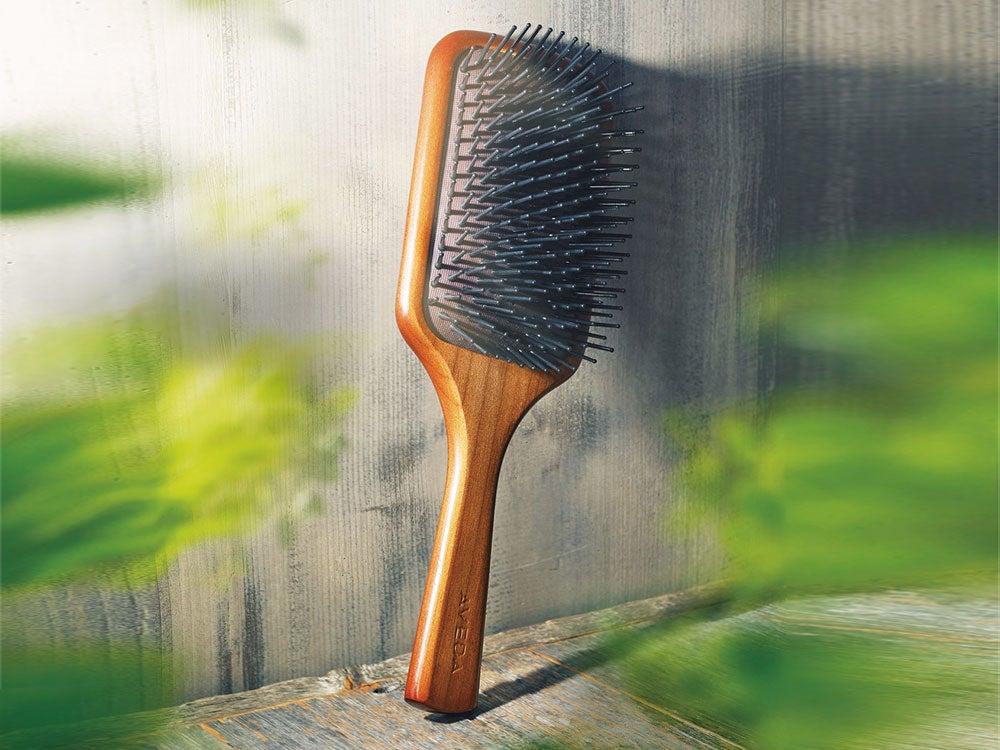 『男子美容銘品 』⑥ケアするブラシの先駆者。アヴェダ「パドル ブラシ」の40年