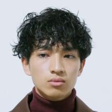 サロン/LOAVE OMOTESANDO(担当 NOBUKIYOさん)モデル/小高宏太さん