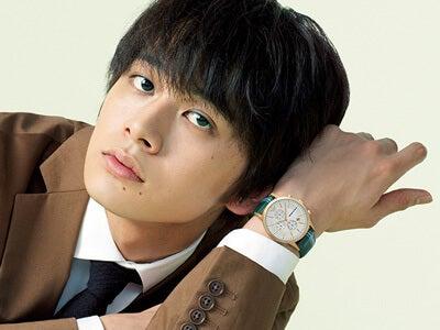 北村匠海と「エンポリオ アルマーニ」の4つの腕時計、4つの表情