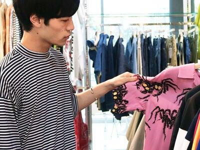 若林拓也、最高な柄のシャツを発見してコーディネートのやり直し!