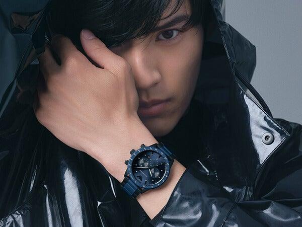 岡田健史が身にまとう。エンポリオ アルマーニ、腕時計の新機軸