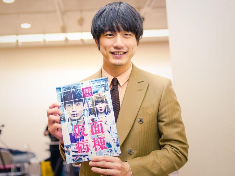 坂口健太郎が初の映画単独主演!『仮面病棟』舞台挨拶に潜入