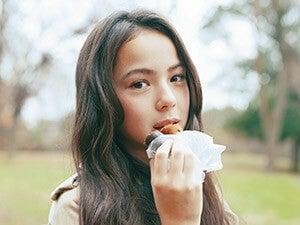 稲垣姫菜さんと〝ドーナツ〟デート。大好きなチョコドーナツにご満悦!