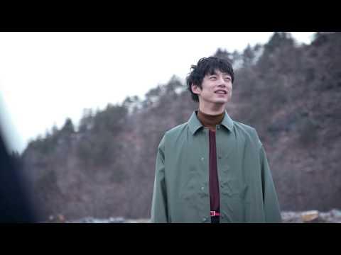 坂口健太郎、花色の装い。撮影オフショットムービー