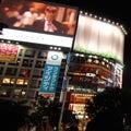 渋谷、騒然!「グッチ」がスクランブル交差点をジャック
