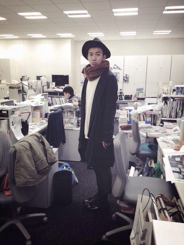 こんにちは。石塚です。帽子はオーストラリアの「PEACE BY PIECE」、コートがニュージーランドのブランドで双子の弟に借りてます。