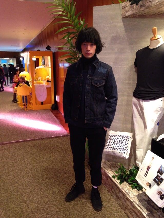 ジージャンは私物ではなくて、サンリオさんの展示会で試着させてもらった「ハローキティメン」と「ドゥニーム」のコラボ商品です。2月22日(日)までルミネマン渋谷店で限定発売中とのこと。ちなみに、サンリオのキャラでは「あひるのペックル」が好きかもです。僕が所属するバンド「THE TOKYO」のドラマーに似ています。