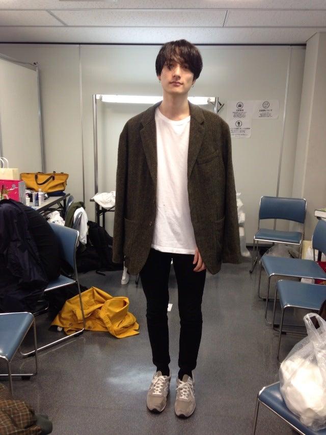 GWは京都に帰省できず、ずっと大学院で勉学に励んでおりました。積極性を重視する発言主体の授業でして、まだ慣れませんね。これからTシャツ1枚の季節になりますが、白いTシャツしか着ないので、これ以上登場できないかもしれません