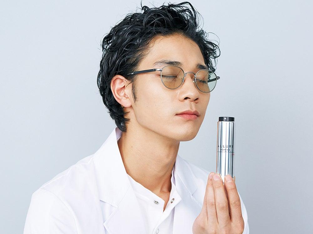 シャネルから新登場のコンパクトな香水スプレー。香りもルックスも男子におすすめ