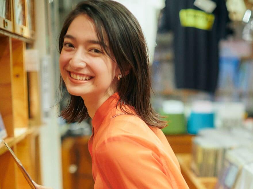 高瀬真奈さんとレコードショップで懐かしい曲について語り合う!