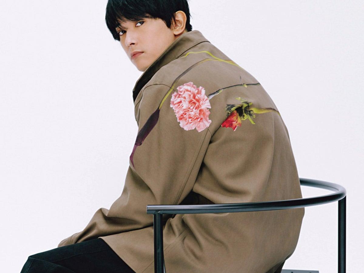 俳優・吉沢 亮がヴァレンティノの新作コレクションを着こなす!