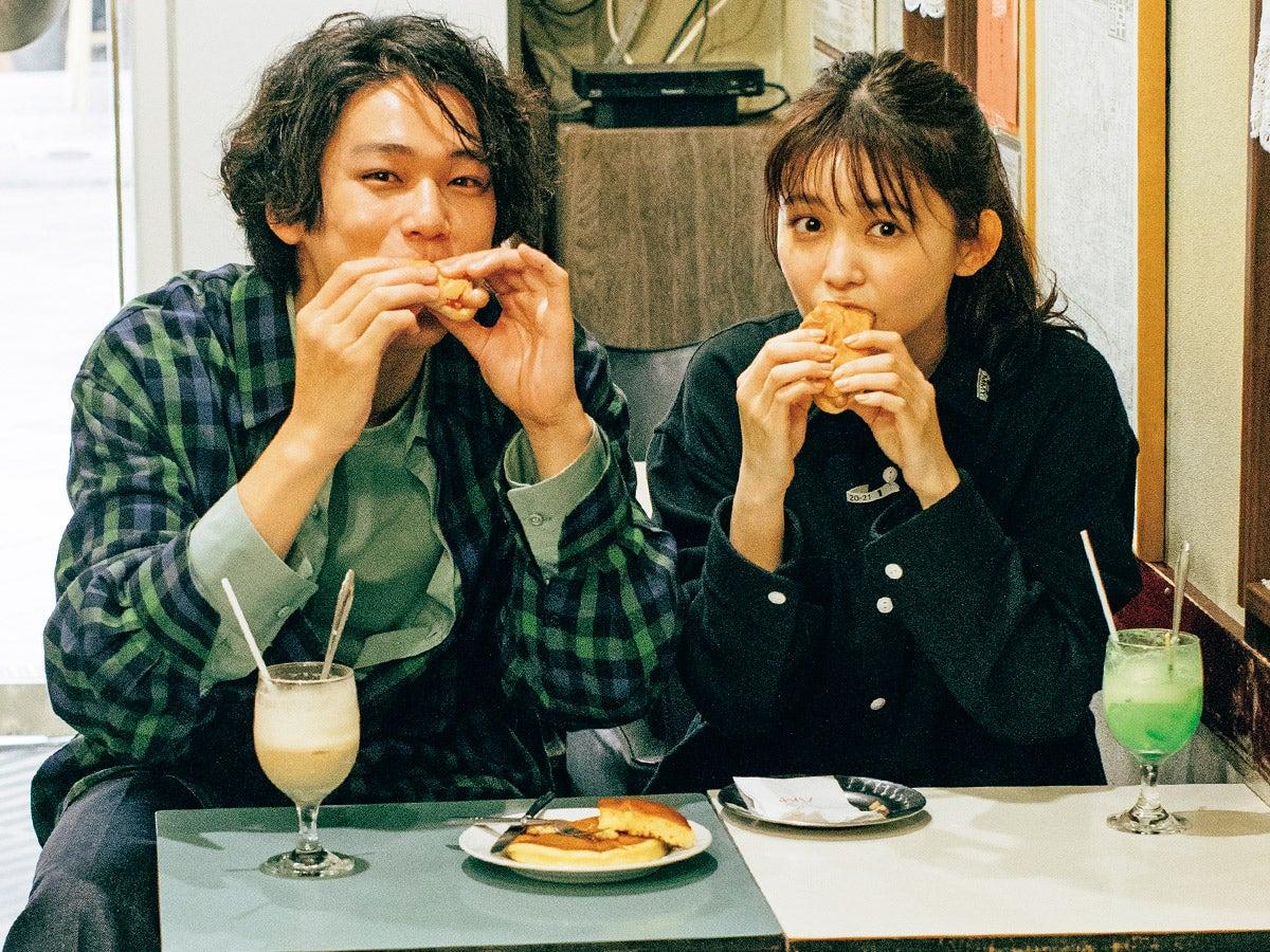久間田琳加×中川大輔が浅草食べ歩き! アクティブカップルのデートシャツ