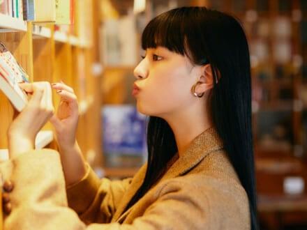 『仮面ライダーゼロワン』ヒロイン! 読書が大好きなカルチャー女子、 鶴嶋乃愛さんと本屋さんへ。