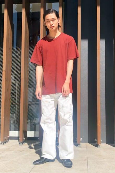 ユニクロ ユーのシンプルTシャツなら、キャラ強めパンツとの相性も最高!