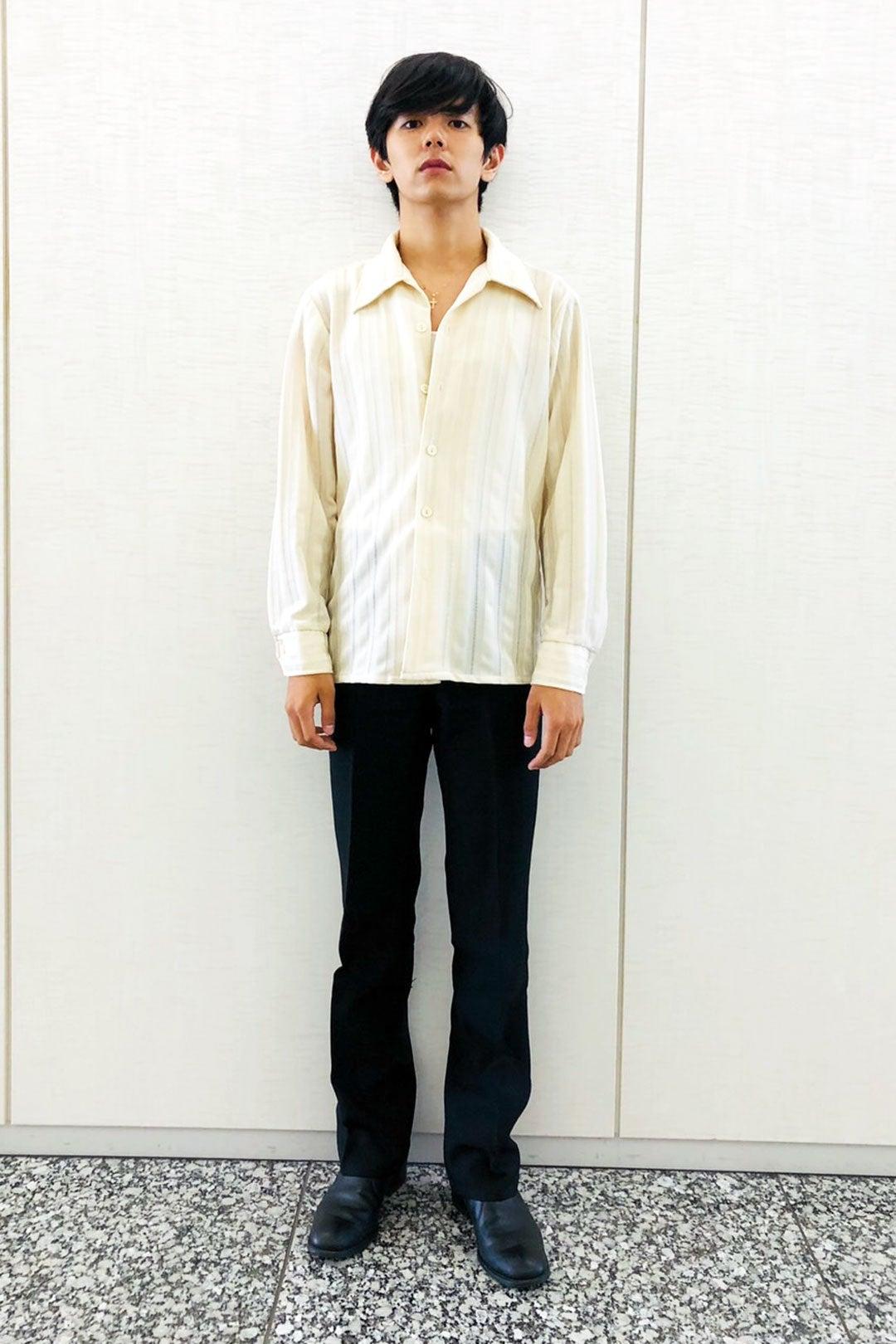 70年代のシャツとパンツで、クラシカルなモノトーンコーデに!