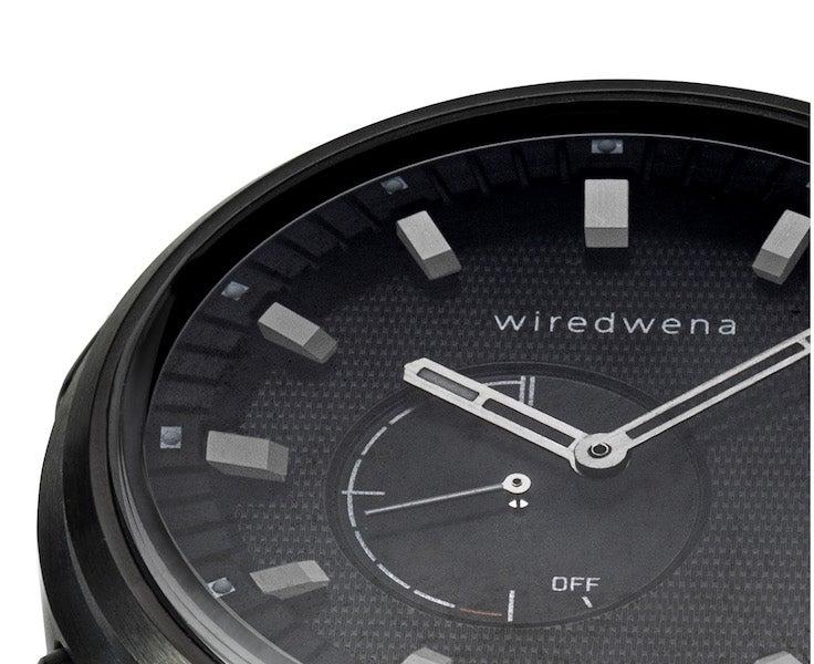 ブラックがクール!セイコー×ソニーコラボ腕時計はアナログなスマートウオッチ!