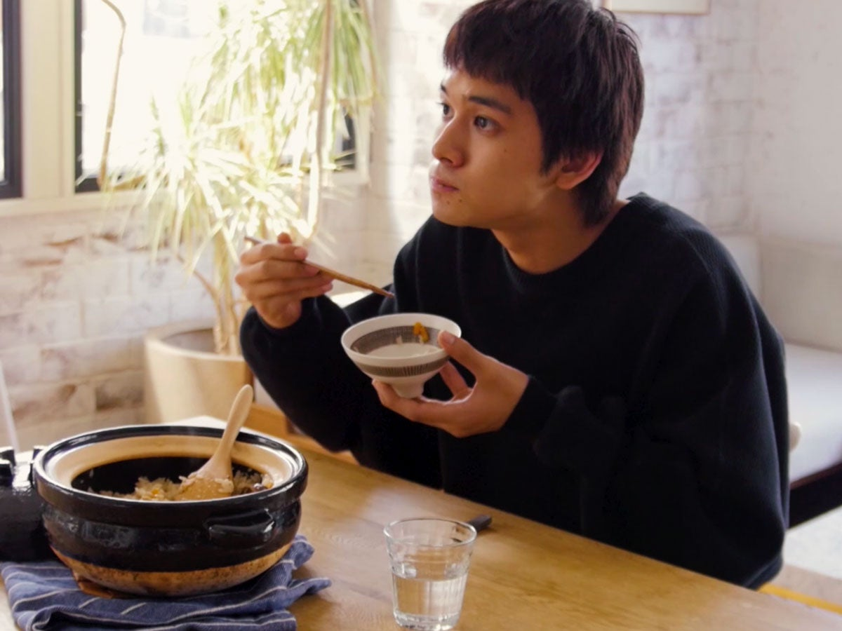 北村匠海が鶏五目ごはんを料理する!メンズノンノ12月号『チルアウトごはん』メイキングムービー公開