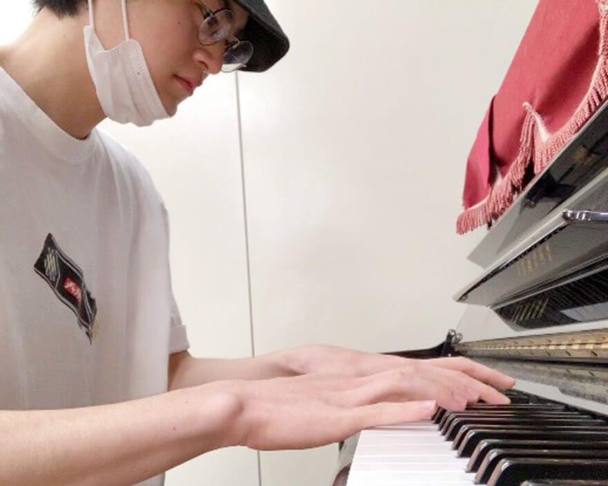 現場でピアノを発見!  鍵盤から出る音の良さを思い出しました[鈴鹿央士ブログ]