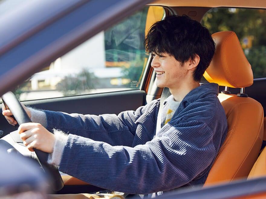 日産キックスe-POWERで鈴鹿央士がドライブ、スニーカー感覚の軽快さで乗り味最高!