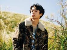 ルイ・ヴィトン、プレコレクションのジャケット。ボタニカルな柄の中にモノグラムをしのばせて