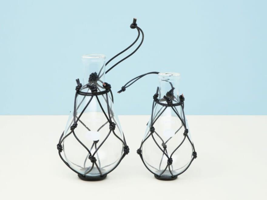 存在感大!ガラス×レザーの花瓶【新生活インテリア・買いたいものカレンダー/オブジェかと思ったら編⑤】